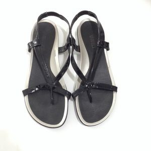 Vaneli Patent Leather Thong Sandals Size 9.5